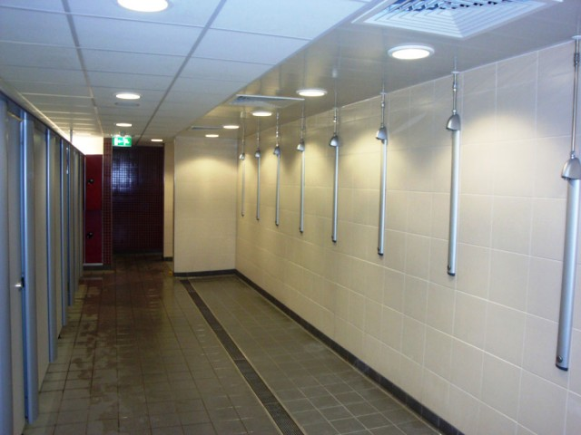 Brentford Fountain Leisure Centre, Showers