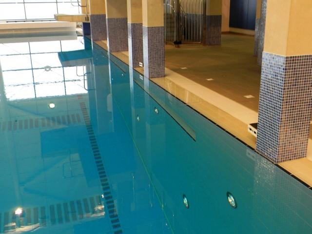 Garons Pool - Dive Pool Foot Ledge