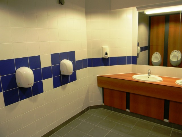 Garons Pool - Male WC 002