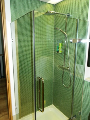 Denewood Road - Ensuite 2 Glass Mosaic