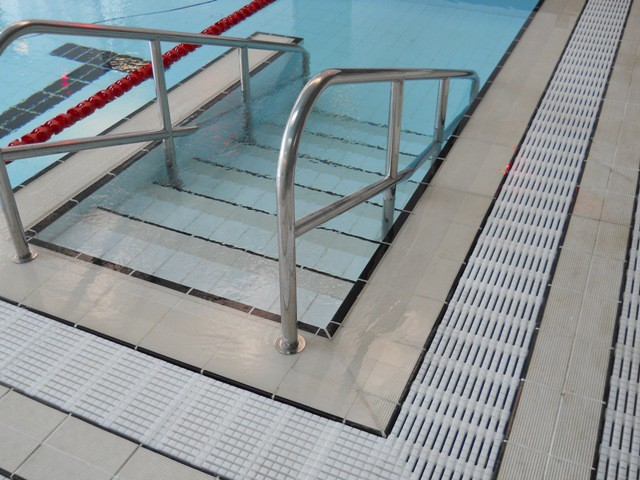 Main Pool Steps Detail